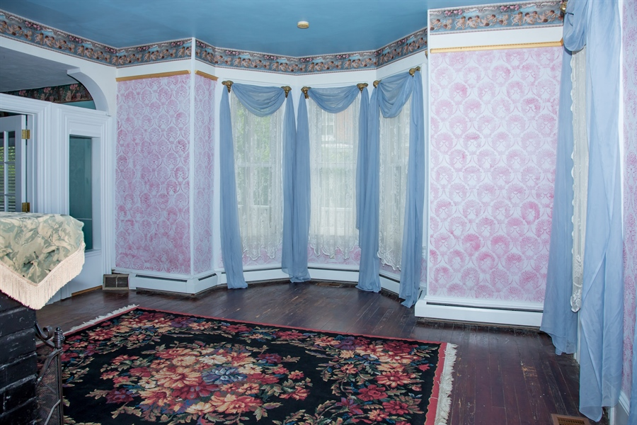 Real Estate Photography - 215 N Cass St, Middletown, DE, 19709 - 14' X 18' living room, w/bay window