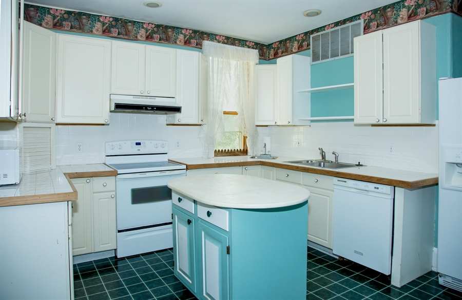 Real Estate Photography - 215 N Cass St, Middletown, DE, 19709 - Fully equipped kitchen with work island