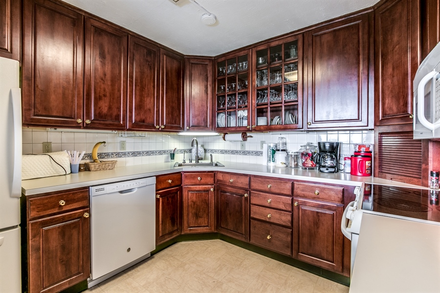 Real Estate Photography - 1401 Pennsylvania Avenue #1512, 1512, Wilmington, DE, 19806-4117 - Upgraded Kitchen
