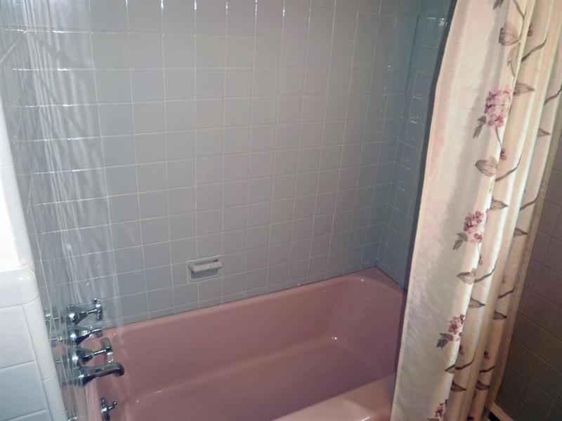 Real Estate Photography - 51 Oaknoll Rd, Wilmington, DE, 19808 - Tiled bath/shower in the main bathroom