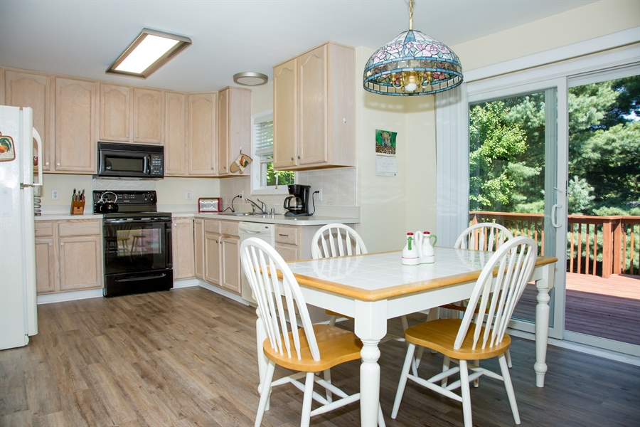 Real Estate Photography - 30 Longbow Ter, Hockessin, DE, 19707 - 12 X 18 kitchen w/new flooring, appliances