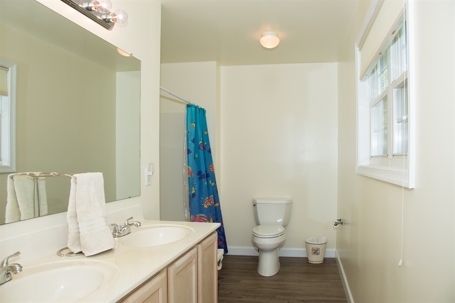 Real Estate Photography - 30 Longbow Ter, Hockessin, DE, 19707 - Master bath with tub and double bowl vanity