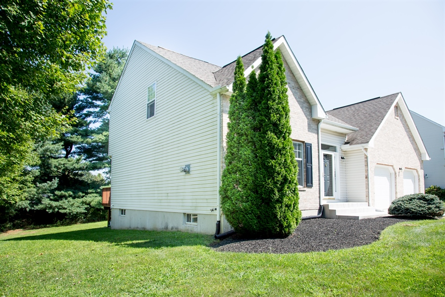 Real Estate Photography - 30 Longbow Ter, Hockessin, DE, 19707 - Rear view of property