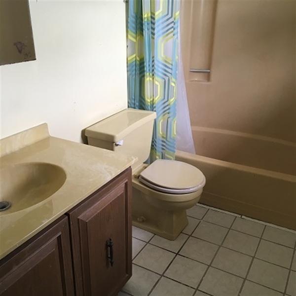 Real Estate Photography - 112 White Fawn Rd, Newark, DE, 19711 - Upper Level Full Bath