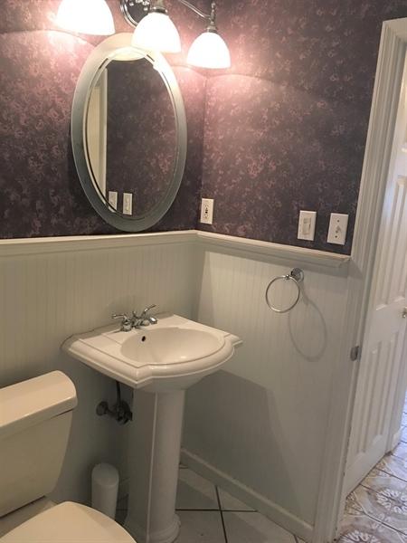 Real Estate Photography - 112 White Fawn Rd, Newark, DE, 19711 - Main Level Full Bath