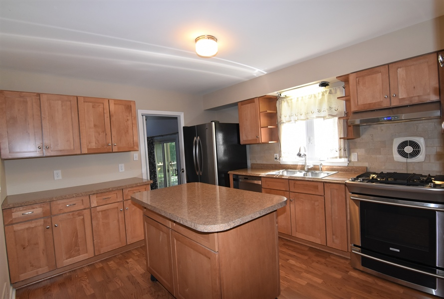 Real Estate Photography - 2806 Fawkes Dr, Wilmington, DE, 19808 - Kitchen
