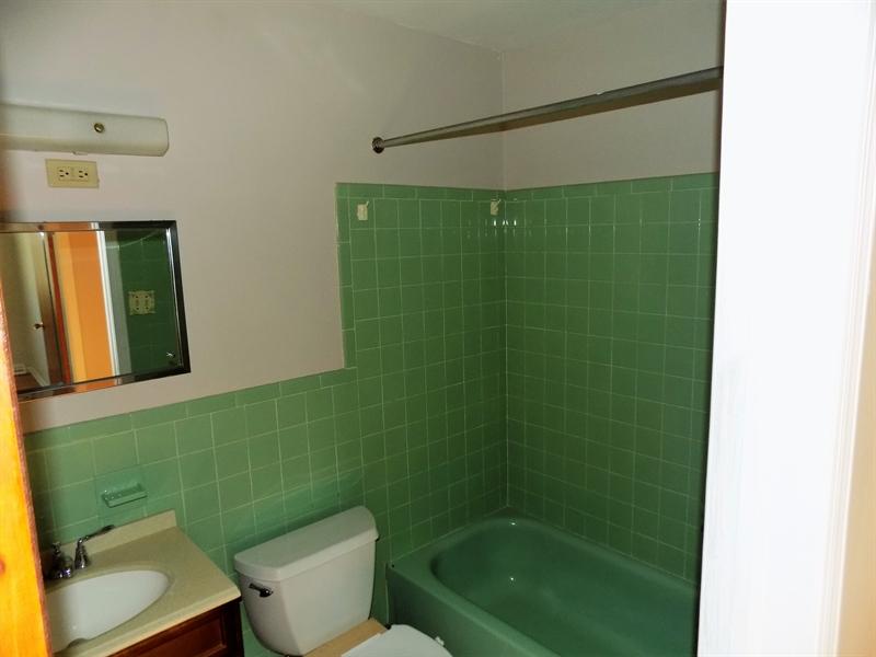 Real Estate Photography - 2806 Fawkes Dr, Wilmington, DE, 19808 - Hall bath