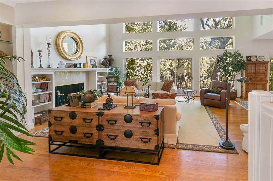Real Estate Photography - 7 Brandywine Falls Rd, Wilmington, DE, 19806 - Living Room