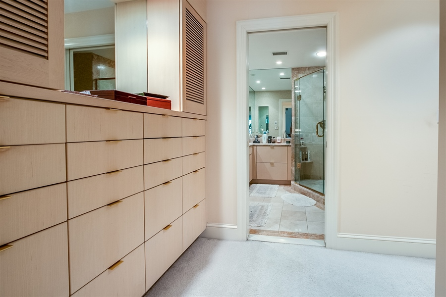 Real Estate Photography - 7 Brandywine Falls Rd, Wilmington, DE, 19806 - Wall of Glass towards River