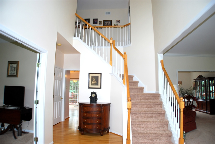 Real Estate Photography - 117 Cavender Ln, Landenberg, PA, 19350 - Two Story Center Hall Foyer