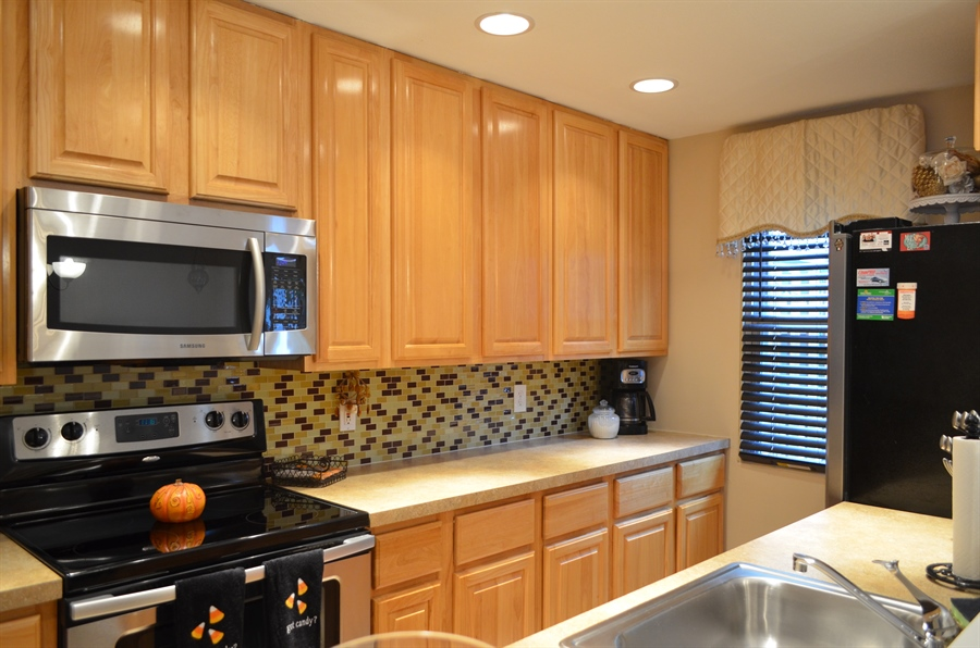 Real Estate Photography - 1538 Clayton Rd, Wilmington, DE, 19805 - Updated Kitchen w SS appliances