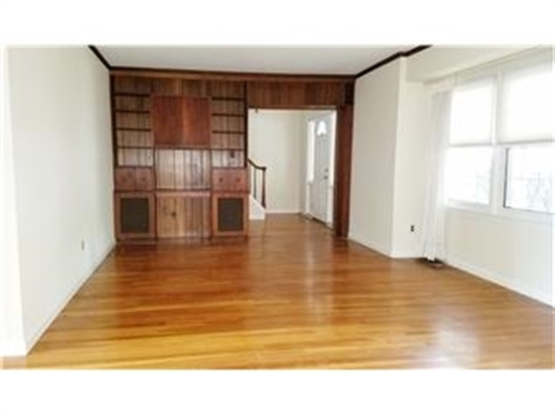 Real Estate Photography - 4012 Greenmount Dr, Wilmington, DE, 19810 - Great/living room has built-ins & window bumpout