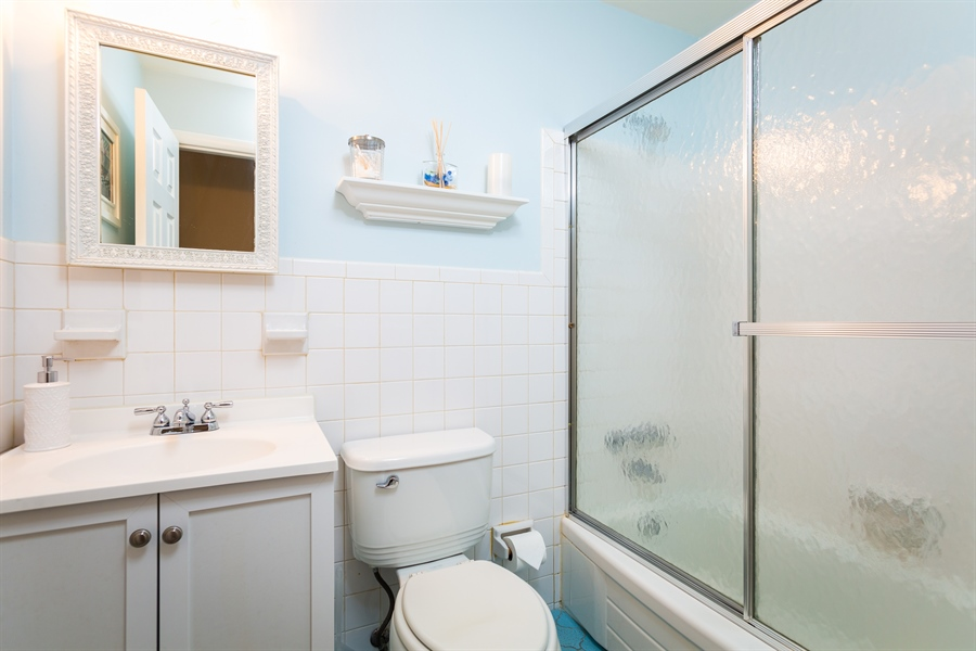 Real Estate Photography - 2214 Inwood Rd, Wilmington, DE, 19810 - hall bath with tub/shower