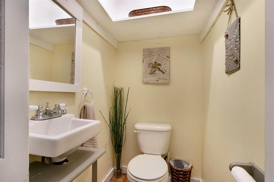 Real Estate Photography - 1003 Trenton Pl, Wilmington, DE, 19801 - Pretty First Floor Bath w/ Skylight