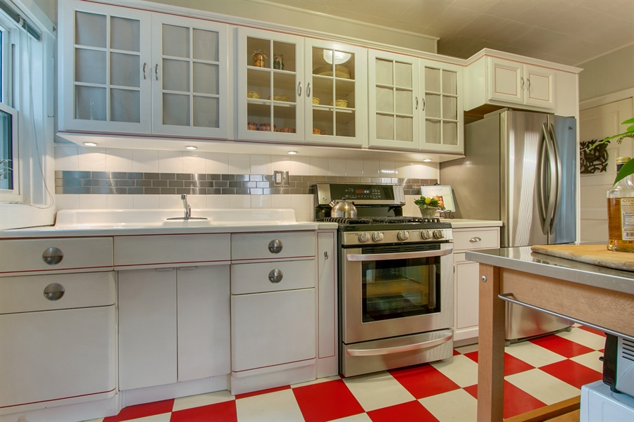 Real Estate Photography - 433 S Bancroft Pkwy, Wilmington, DE, 19805 - Wow! Beautiful Kitchen w/ White Cabinets