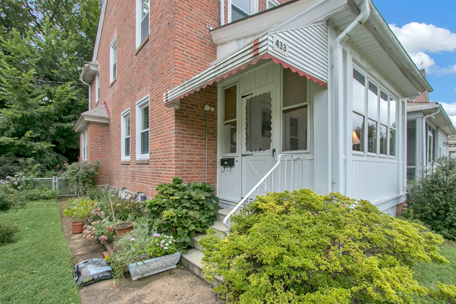 Real Estate Photography - 433 S Bancroft Pkwy, Wilmington, DE, 19805 - Welcome Home!