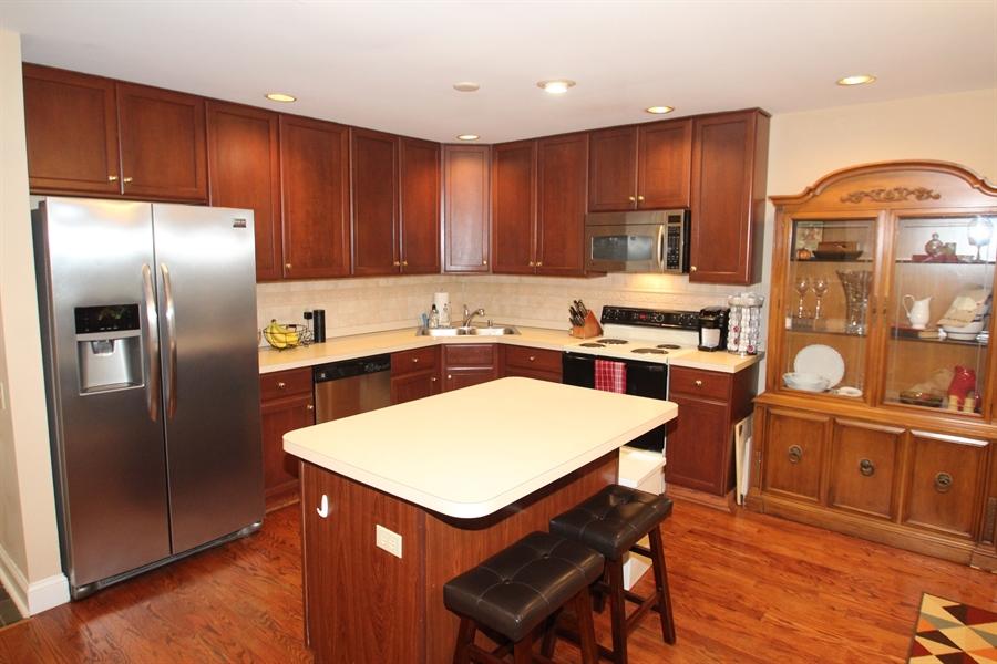 Real Estate Photography - 301 Lynley Ln, Newark, DE, 19711 - Kitchen