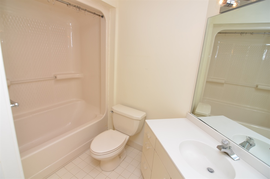 Real Estate Photography - 1219 Shallcross Ave, Wilmington, DE, 19806 - En Suite Bath