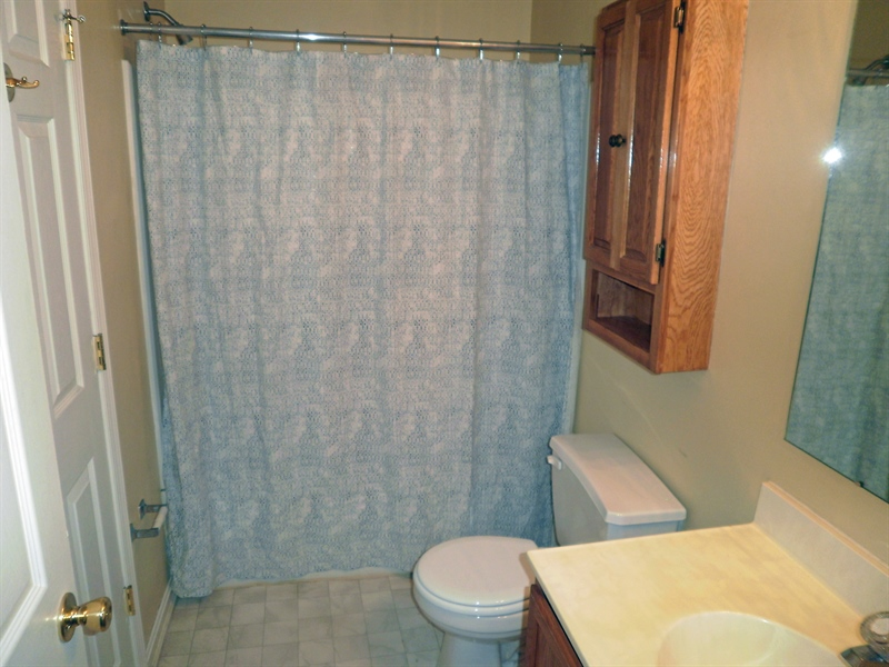 Real Estate Photography - 42 Highland Cir, Newark, DE, 19713 - Hall bathroom with tub/shower and door to bedroom