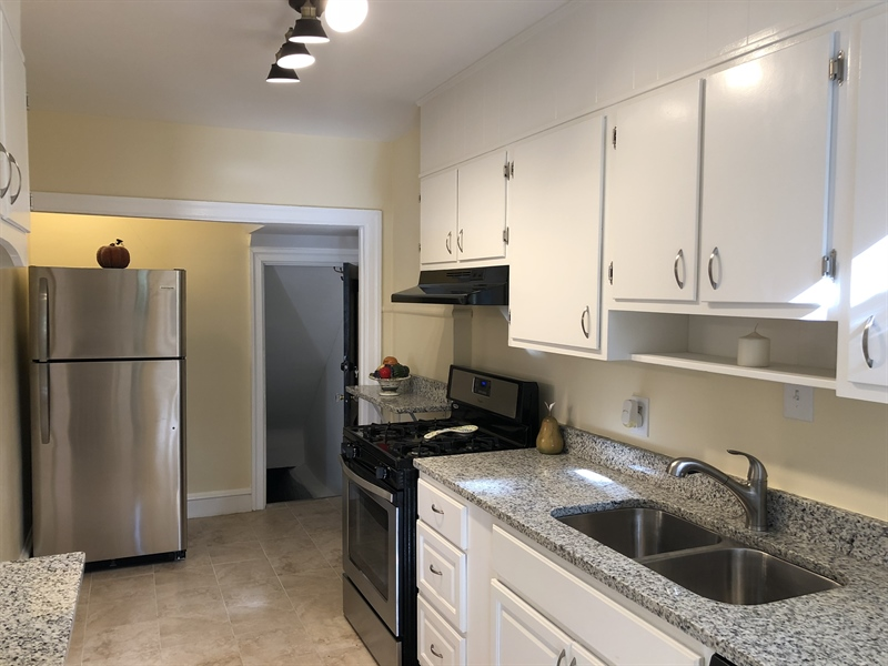 Real Estate Photography - 318 W 36th St, Wilmington, DE, 19802 - New Stainless steal appliances