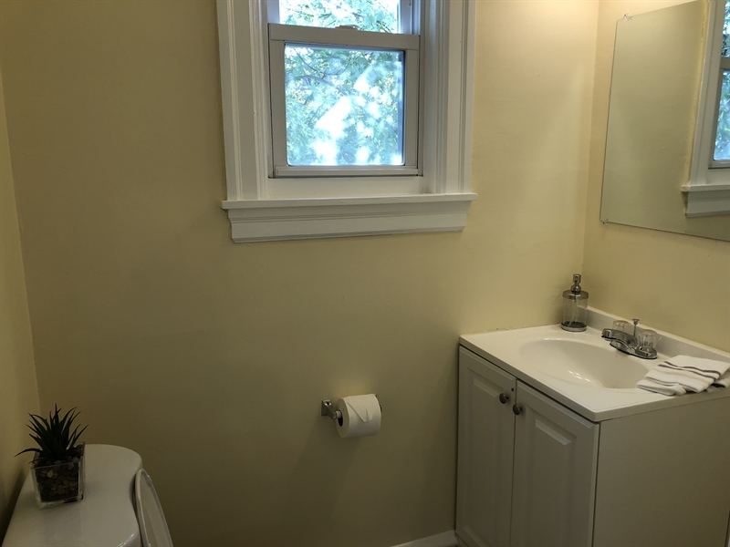 Real Estate Photography - 318 W 36th St, Wilmington, DE, 19802 - Half bath