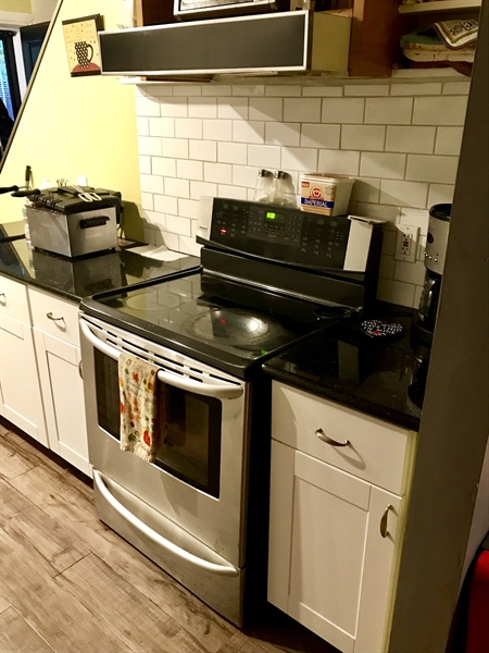 Real Estate Photography - 108 E 14th St, Wilmington, DE, 19801 - Stainelss Steel Appliances