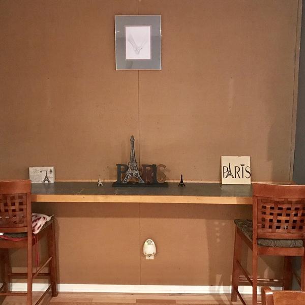 Real Estate Photography - 108 E 14th St, Wilmington, DE, 19801 - Laptop Station