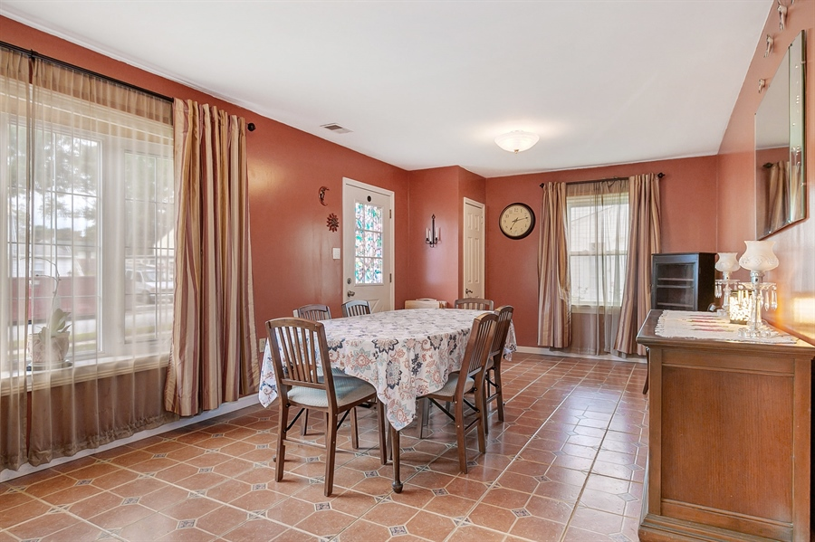 Real Estate Photography - 409 Rosewood Dr, Newark, DE, 19713 - Dining Room, 19 x 11, great for get togethers