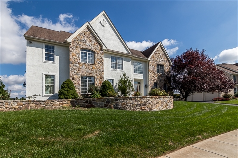 Real Estate Photography - 7 Derbyshire Way, Wilmington, DE, 19807 - Gorgeous stone and stucco facade all redone