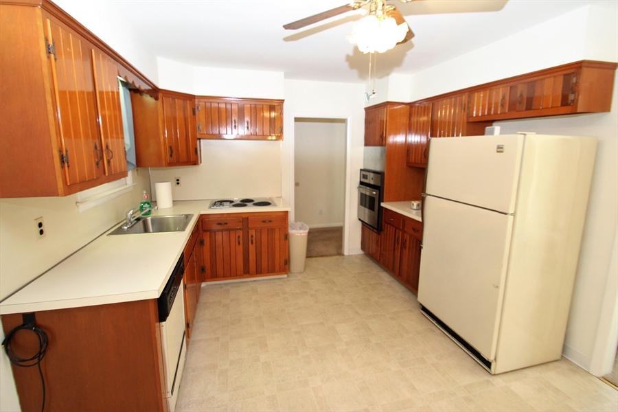 Real Estate Photography - 38 Springlake Dr, Newark, DE, 19711 - Kitchen