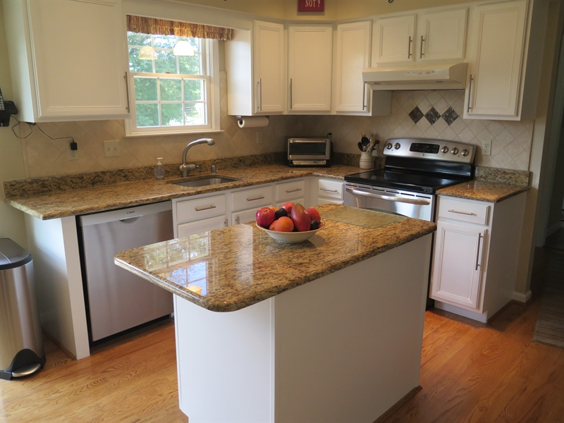 Real Estate Photography - 738 Letitia Dr, Hockessin, DE, 19707 - Granite & Stainless Kitchen w/Island