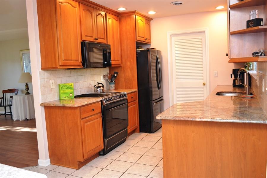 "Real Estate Photography - 23 Dunbar Rd, Newark, DE, 19711 - 42"" Cabinets w/Quiet Close Drawers"
