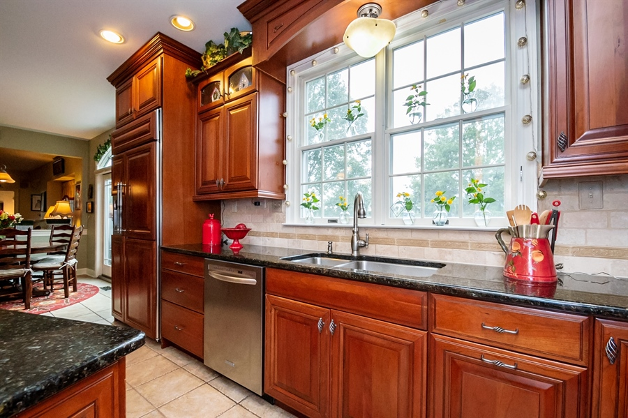 Real Estate Photography - 16 Withers Way, Hockessin, DE, 19707 - Stainless Appliances & Granite Counter Tops