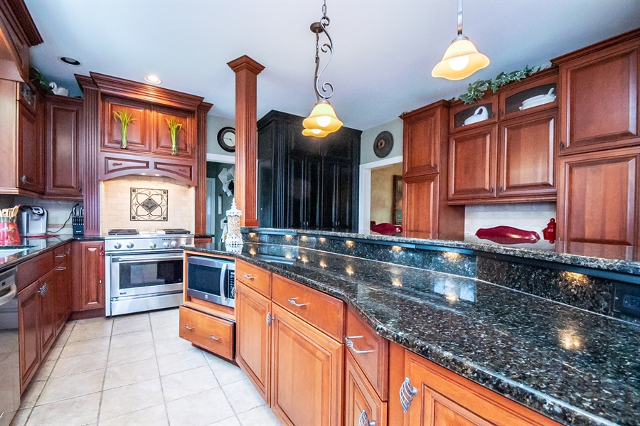 Real Estate Photography - 16 Withers Way, Hockessin, DE, 19707 - Lighted Center Island