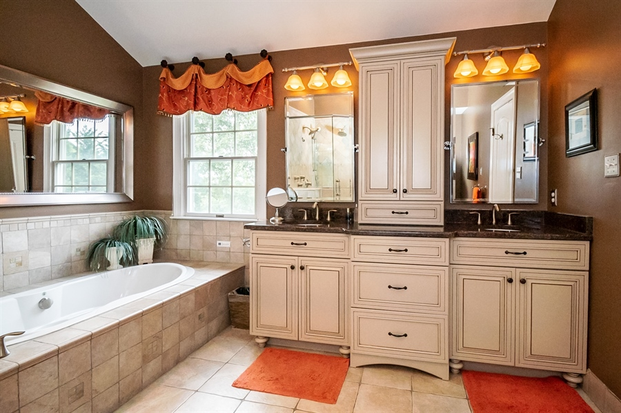 Real Estate Photography - 16 Withers Way, Hockessin, DE, 19707 - Owner's Bath