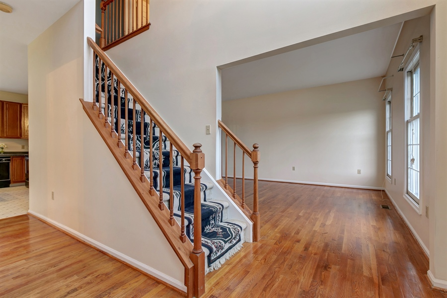 Real Estate Photography - 125 Brook Run, Hockessin, DE, 19707 - FOYER WITH OPEN VIEW OF LIVING ROOM