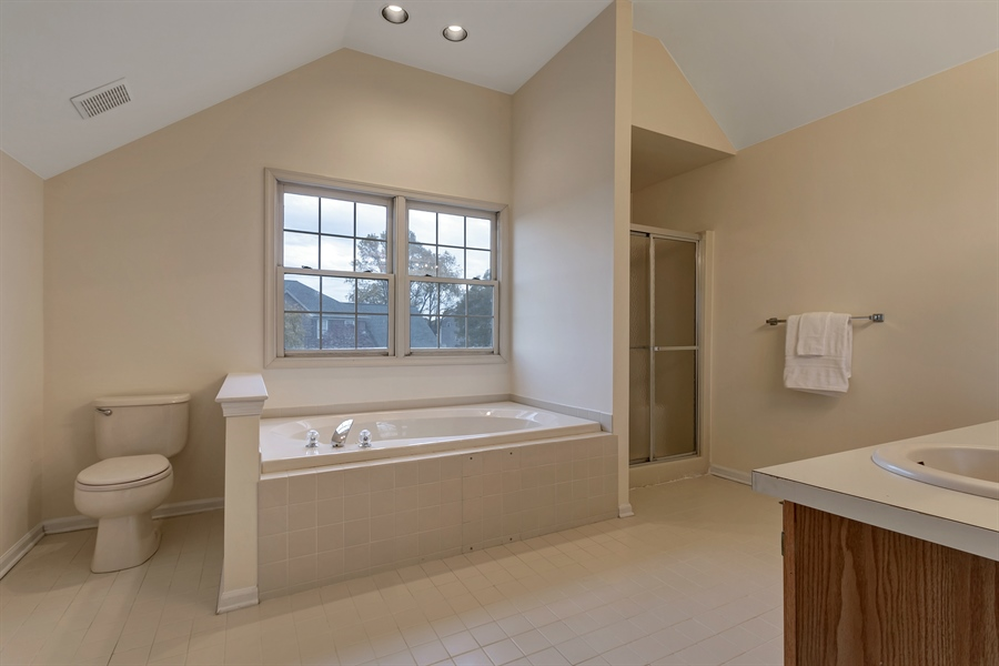 Real Estate Photography - 125 Brook Run, Hockessin, DE, 19707 - HUGE MASTER ENSUITE WITH JETTED TUB