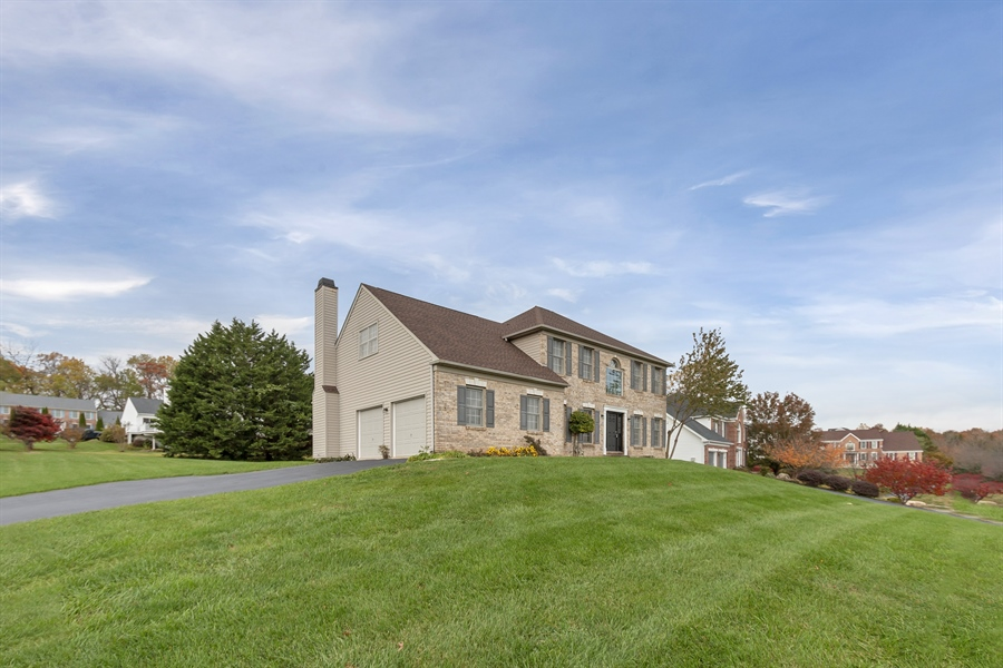 Real Estate Photography - 125 Brook Run, Hockessin, DE, 19707 - NICELY SIZED FRONT YARD