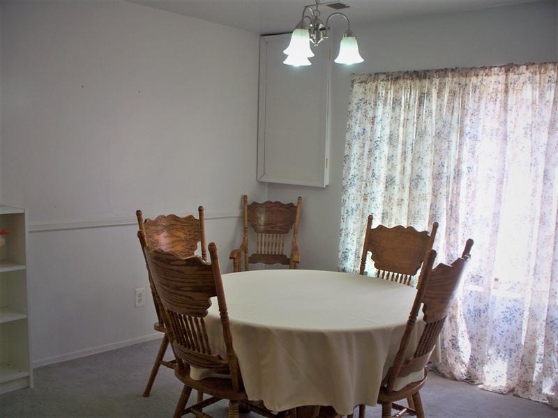 Real Estate Photography - 518 Cobble Creek Curv, Newark, DE, 19702 - Dining Room