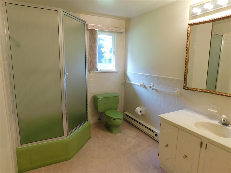Real Estate Photography - 1015 Benge Rd, Hockessin, DE, 19707 - Fourth Bedroom Full Bath / Tub and Shower