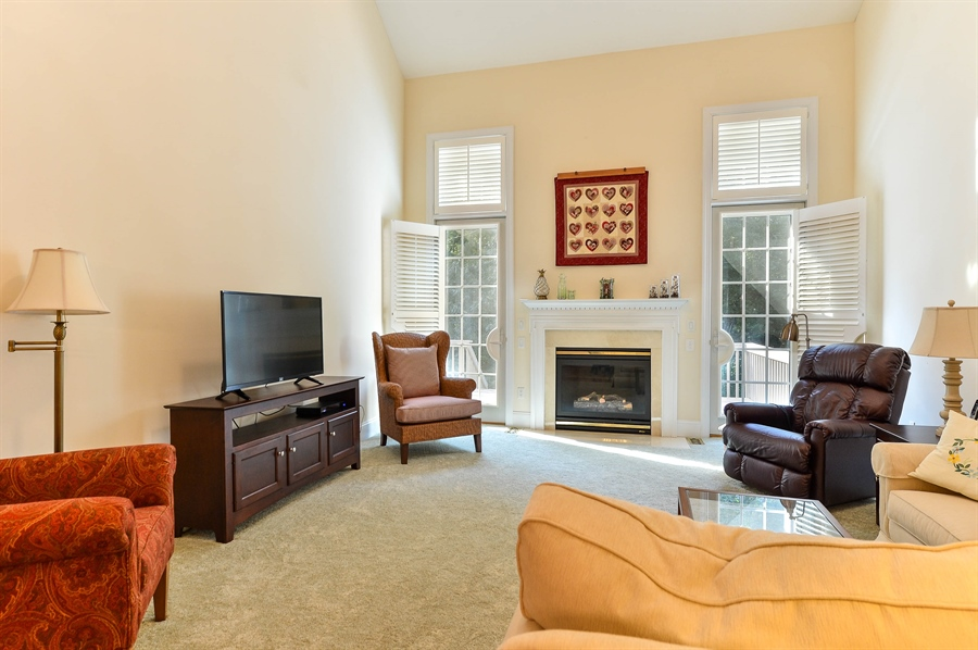 Real Estate Photography - 12 Briarcreek Ct, Newark, DE, 19711 - 16 x 15 Great Room, gas fireplace w/remote