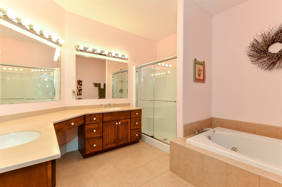 Real Estate Photography - 12 Briarcreek Ct, Newark, DE, 19711 - 4 piece Master Bath, jetted tub and so much more