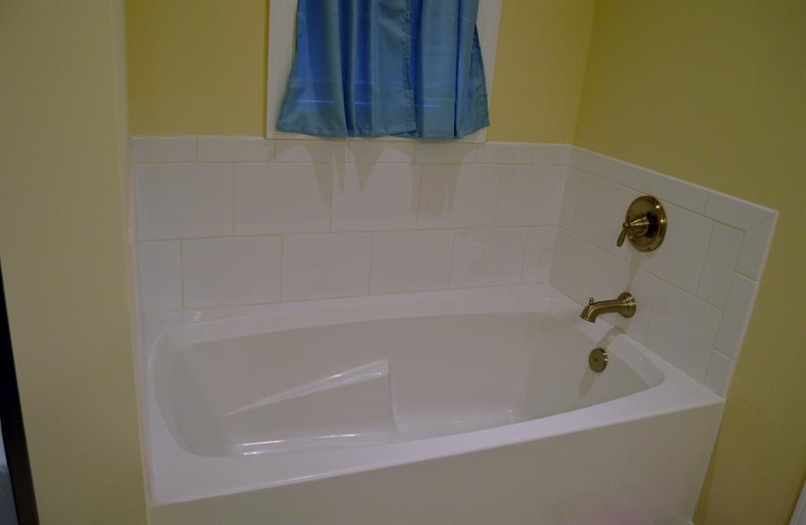 Real Estate Photography - 24593 Hollytree Cir, Georgetown, DE, 19947 - Soaking tub