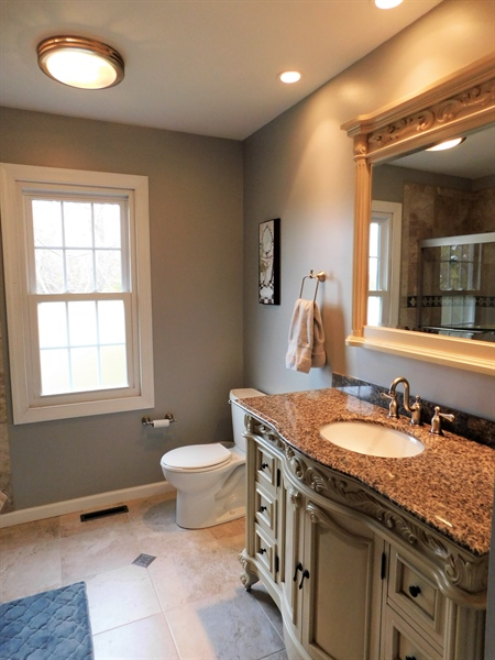 Real Estate Photography - 50 Willow Creek Ln, Newark, DE, 19711 - Upstairs hall bathroom