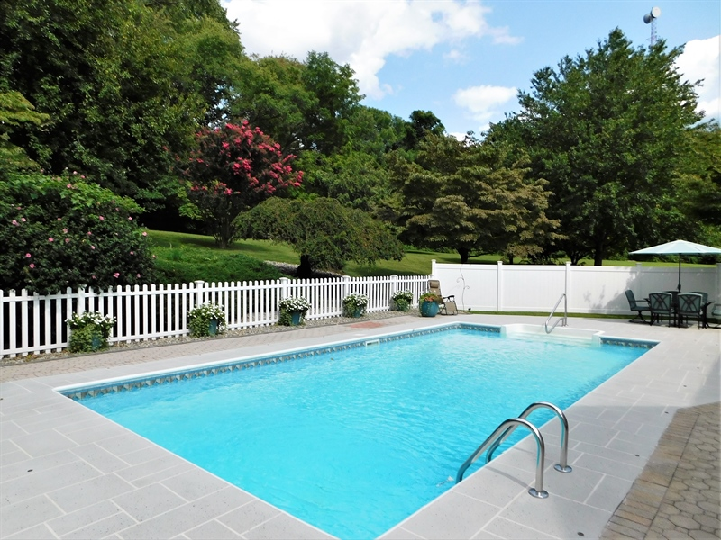 Real Estate Photography - 50 Willow Creek Ln, Newark, DE, 19711 - Private backyard oasis!