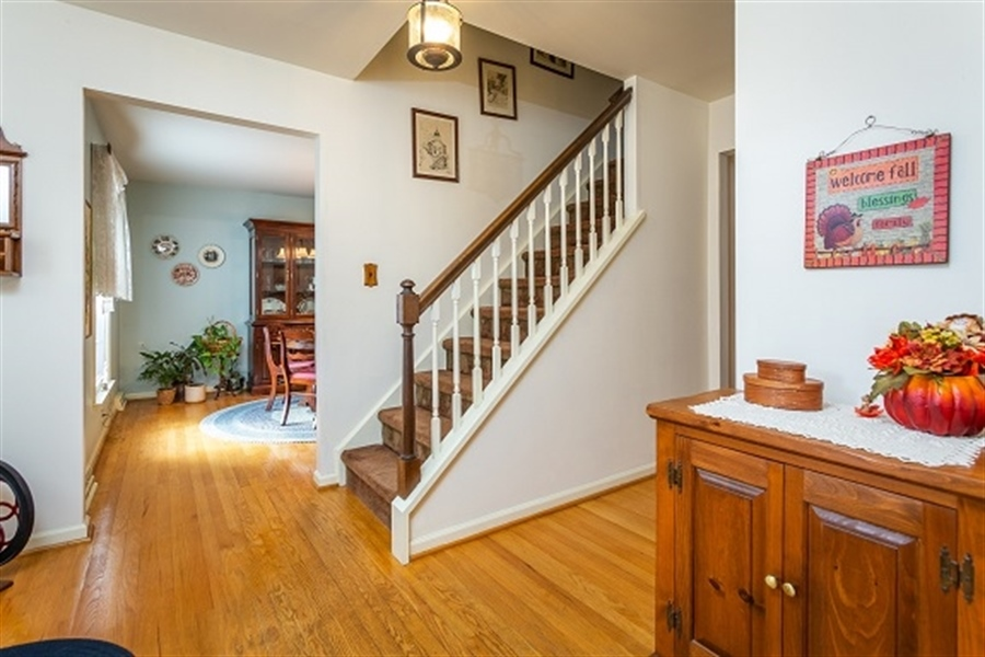 Real Estate Photography - 5 Signal Hill Dr, Hockessin, DE, 19707 - Welcoming foyer