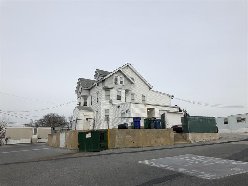 Real Estate Photography - 408 N James St, Wilmington, DE, 19804 - 8 Unit apartment building