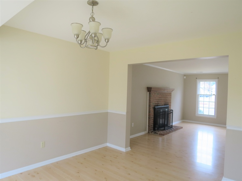 Real Estate Photography - 133 Meetinghouse Ln, Dover, DE, 19904 - Dining rm w chair rail