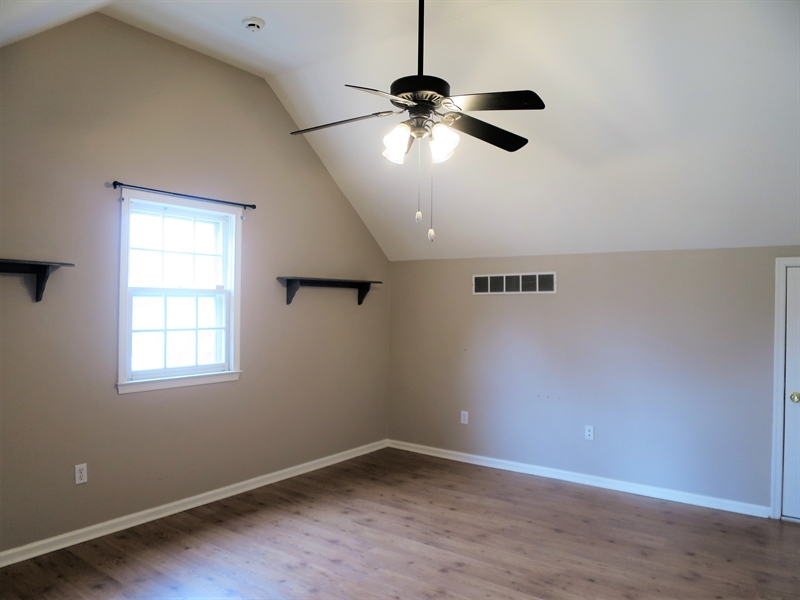 Real Estate Photography - 133 Meetinghouse Ln, Dover, DE, 19904 - Large upstairs bedroom