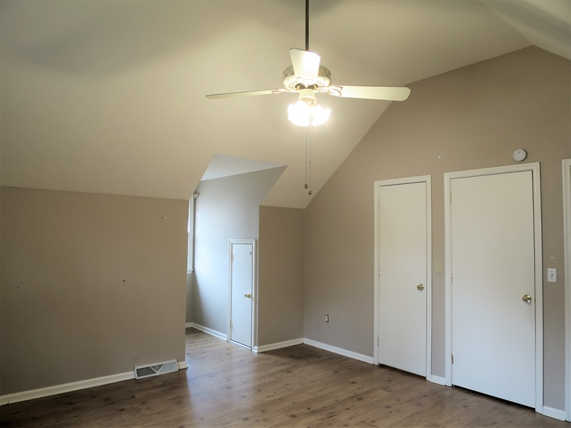 Real Estate Photography - 133 Meetinghouse Ln, Dover, DE, 19904 - Upstairs bedroom w walk in closet